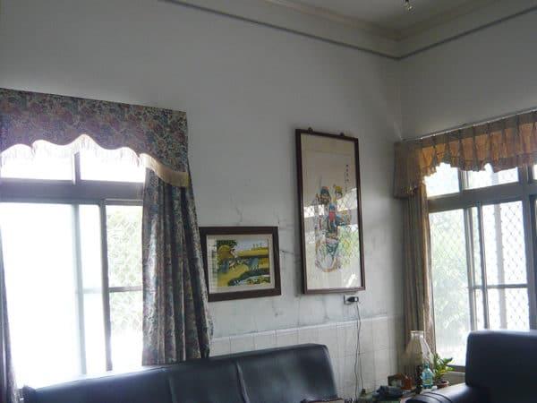 客廳牆面-壁癌施工前