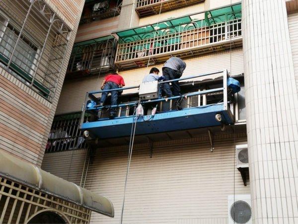 吊籠外部遮雨棚作業