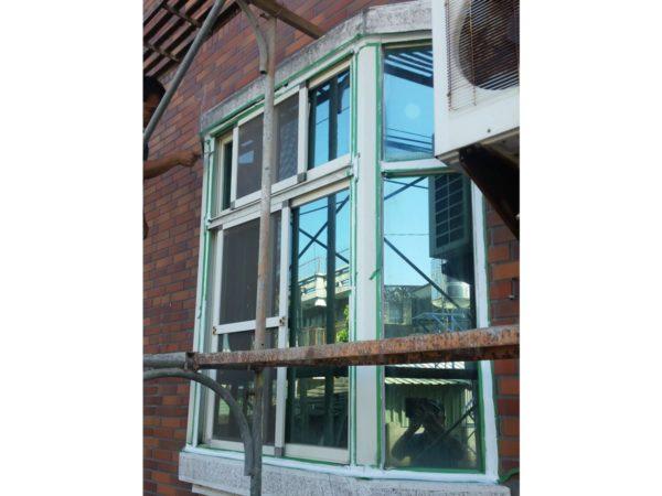 窗框-外部施工中